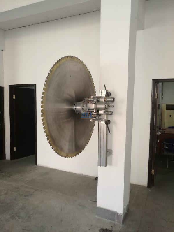 wall sawing machine